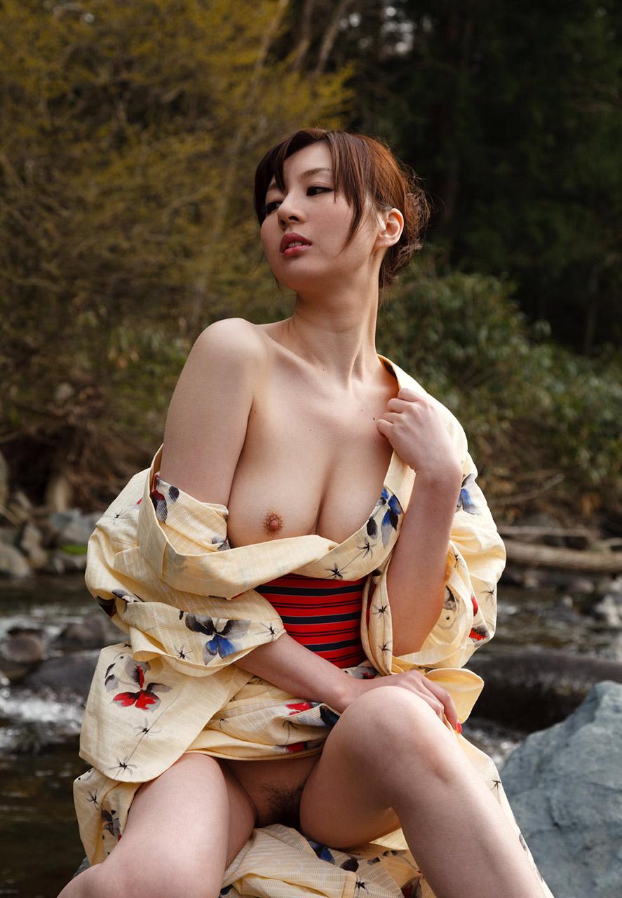 浴衣を脱ぎかけた色っぽいお姉さんのエロフェチ画像 44