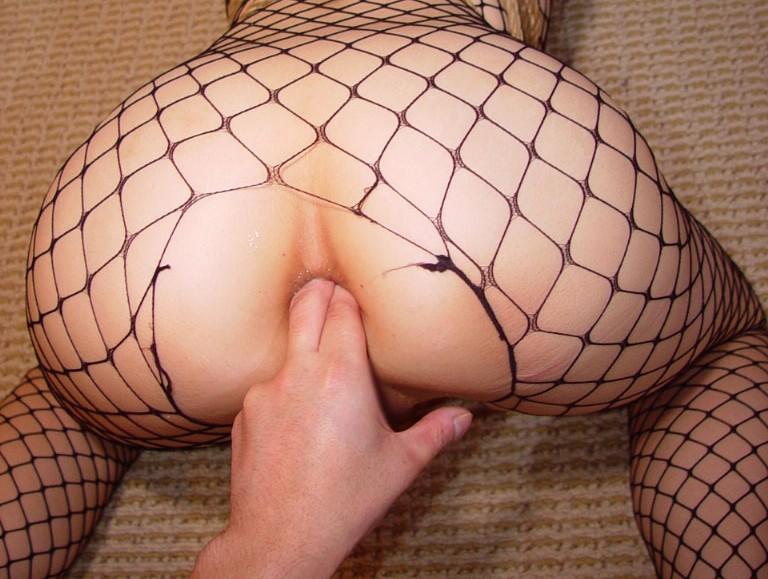 女の肛門の穴に指を突っ込んでみたwww アナルフィンガー画像 50