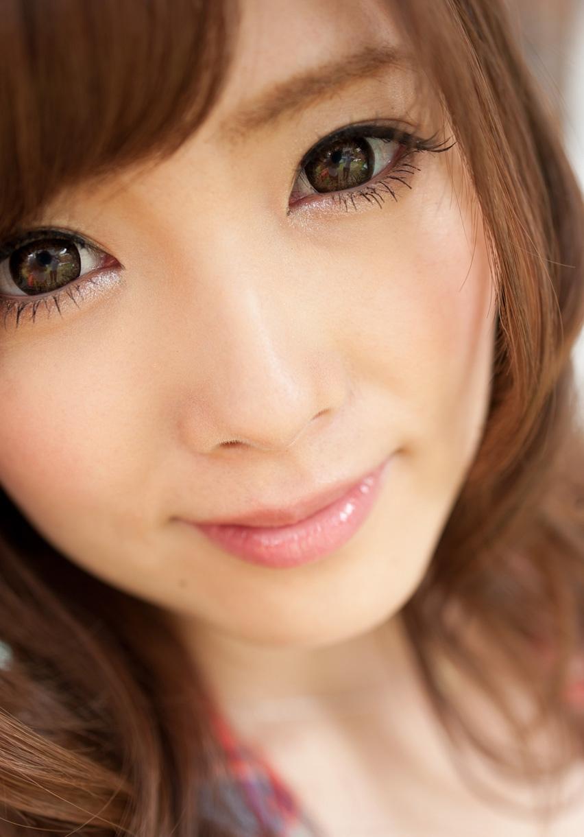 元キャンギャルでスレンダー美乳のAV女優エロ画像