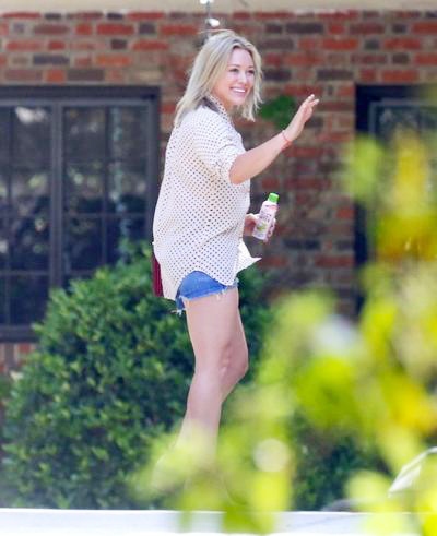 Hilary+Duff+Smiles+Beverly+Hills+ 20140610_02