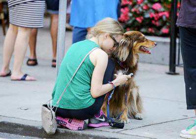Amanda+Seyfried+Amanda+Seyfried+Walks+Dog+20140815_02.jpg