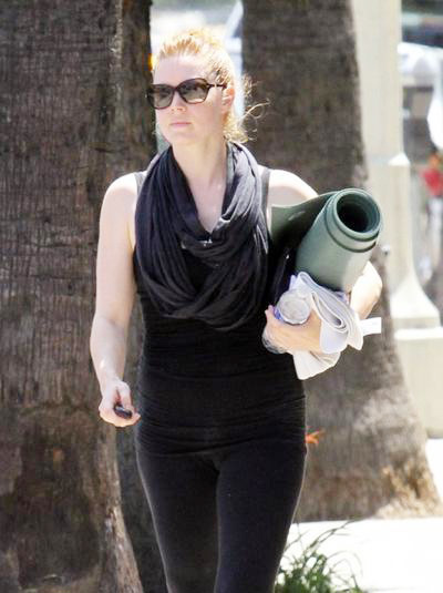 Amy+Adams+Leaving+A+Yoga+Class+20140629_02.jpg