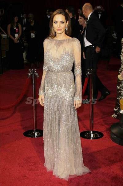 Angelina_Jolie_140312_01.jpg