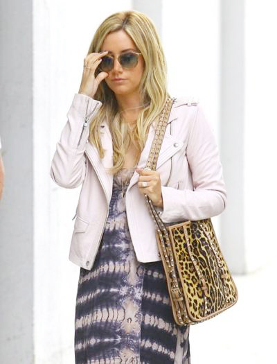 Ashley_Tisdale_140425_04.jpg