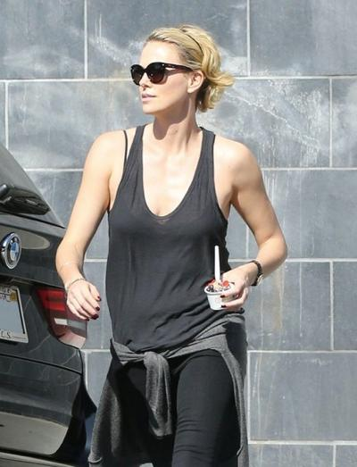 Charlize+Theron+Leaves+96+Tip+After+Bailing+20140609_04.jpg