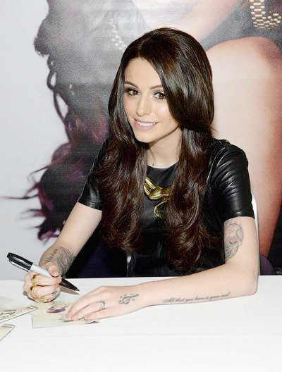Cher+Lloyd+Signs+Copies+CD+Sorry+Late+01.jpg