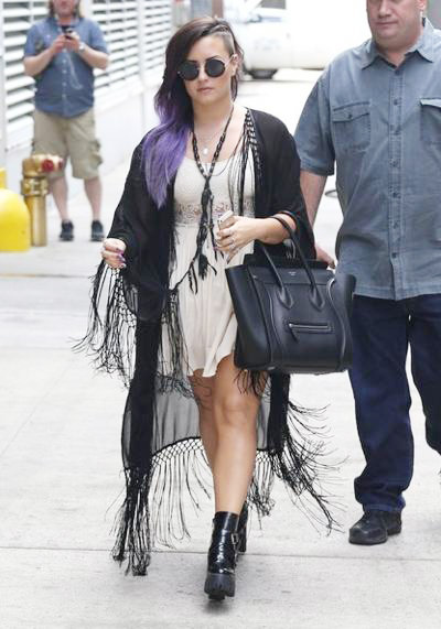 Demi+Lovato+Greets+Fans+NYC+20140629_01.jpg