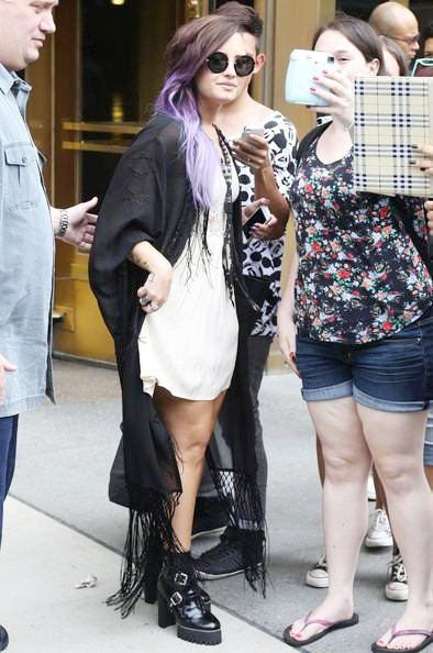 Demi+Lovato+Greets+Fans+NYC+20140629_03.jpg