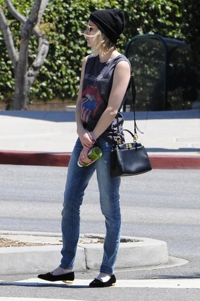 Emma+Roberts+Stops+Pressed+Juicery+02.jpg