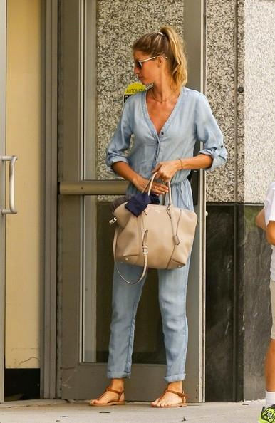 Gisele+Bundchen+out+and+about+20140624_03.jpg