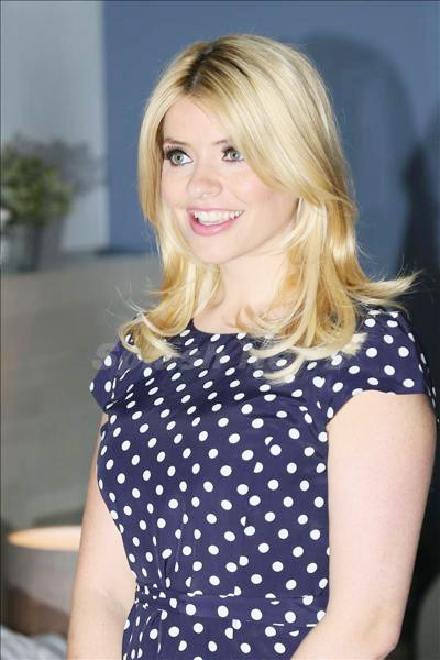 Holly_Willoughby_140323_05.jpg