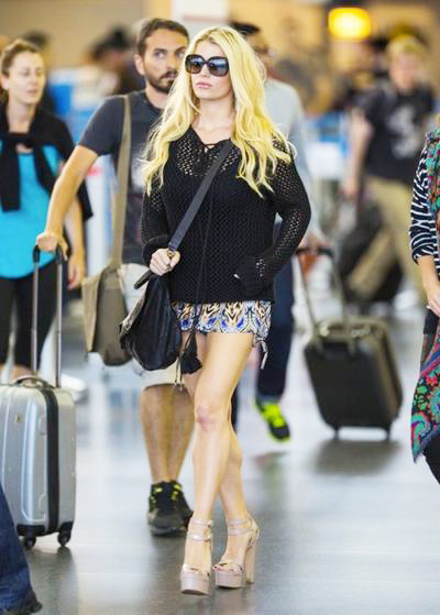 Jessica+Simpson+Touches+Down+New+York+20140416_01.jpg