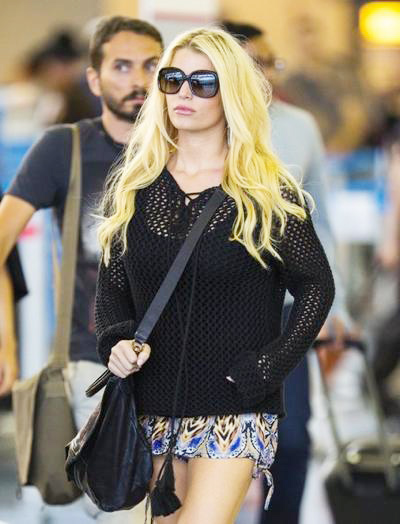 Jessica+Simpson+Touches+Down+New+York+20140416_03.jpg