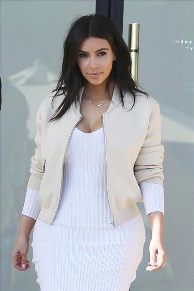 Kardashian_140323_05.jpg