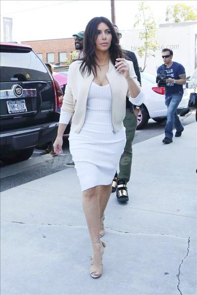 Kardashian_140323_06.jpg