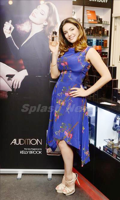 Kelly_Brook_140323_02.jpg