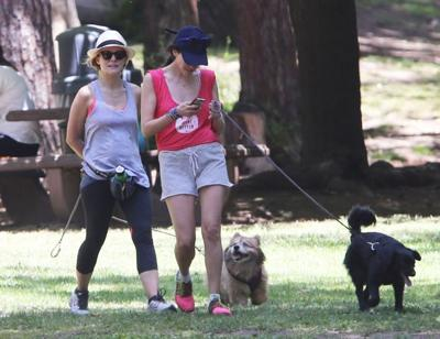 Kristen+Bell+Takes+Dog+Park+20140624_03.jpg