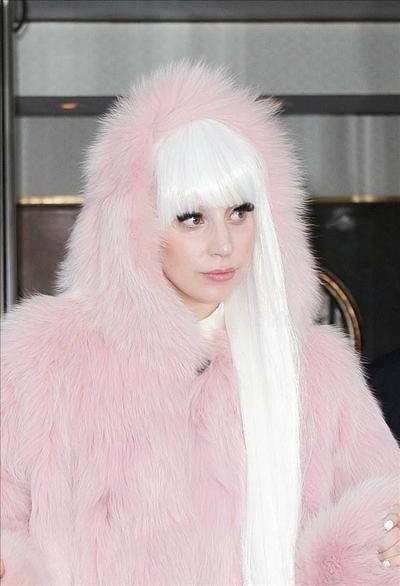 Lady_Gaga_140305_01.jpg