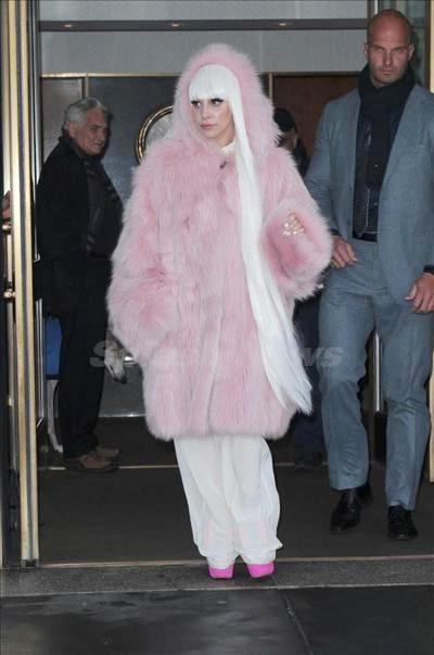Lady_Gaga_140305_02.jpg