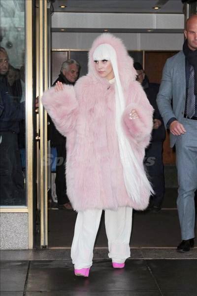 Lady_Gaga_140305_03.jpg