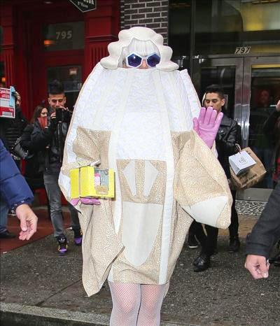 Lady_Gaga_140408_01.jpg