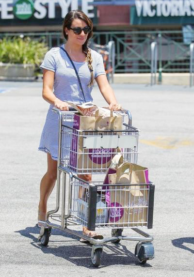 Lea+Michele+Stocks+Up+Fourth+July+Goodies+2014_0710_02.jpg