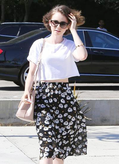 Lily+Collins+Visits+Andy+LeCompte+Salon+2014_0710_03.jpg