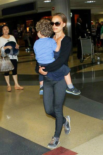 Natalie+Portman+LAX+2014_0710_03.jpg
