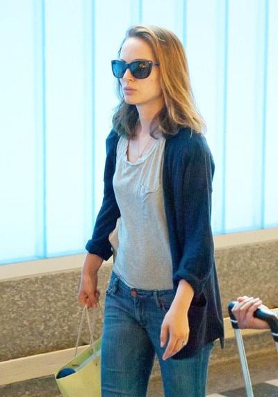 Natalie+Portman+family+seen+LAX+20140610_03.jpg