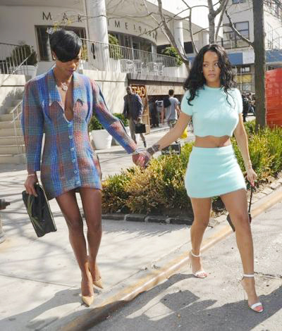 Rihanna+Enjoys+NYC+Friend+03.jpg