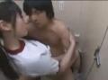 学校のトイレで彼氏と堂々HするJK