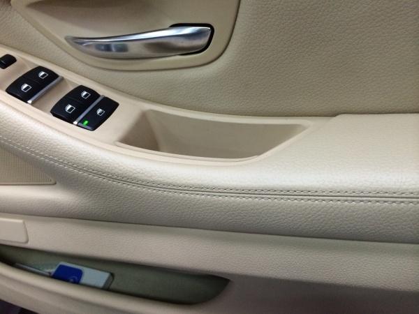 BMW523 ドアトリム擦れ