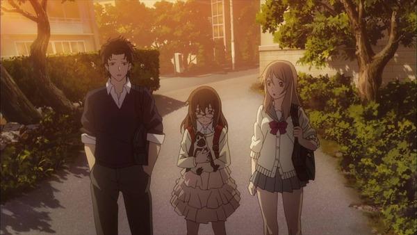 3 紫 ペギーを抱いている リンカと京太郎が見る