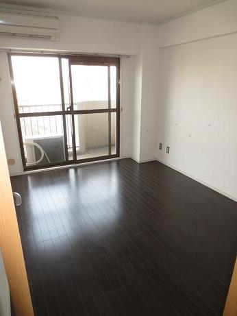 日野3階ベッドルーム