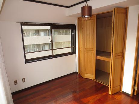 日野6階ベッドルーム物入
