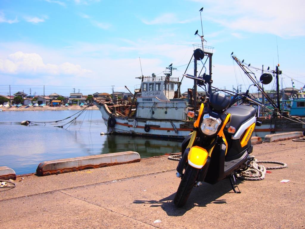 ズーマーXと富津港