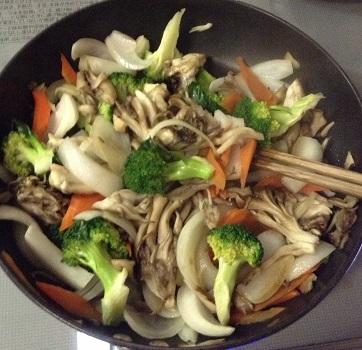 マイタケとブロッコリーの炒め物