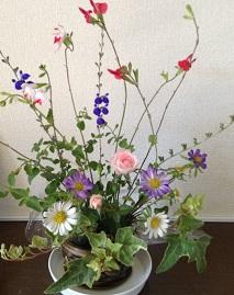 もう少し、お花を足したら・・・ちょっとうるっさいかな^^;