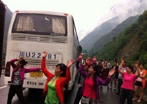 中国人 ダンス おばちゃん 道路