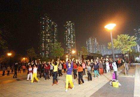 中国人 ダンス おばちゃん 広場