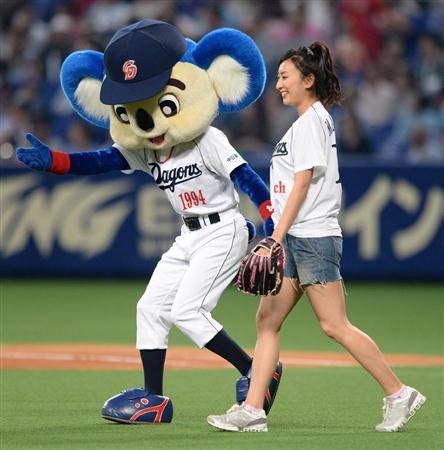 始球式の浅田舞