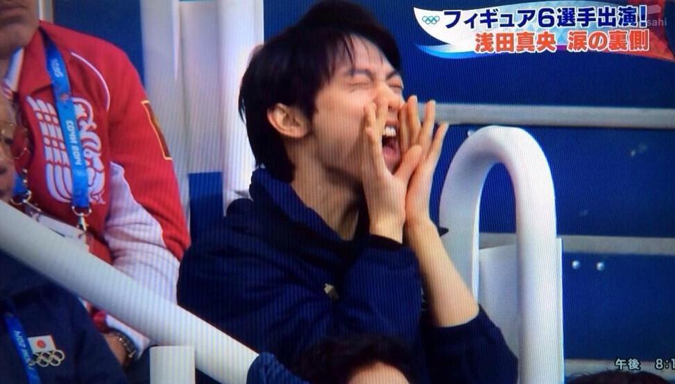 ソチオリンピックで浅田真央に声援を送る羽生結弦