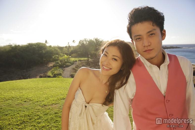 ハワイで結婚式を挙げた小栗旬と山田優