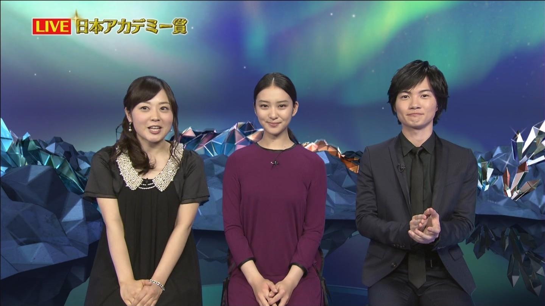 第37回日本アカデミー賞授賞式での水卜麻美、武井咲、神木隆之介 水卜麻美がでかい
