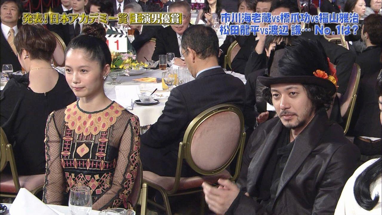 第37回日本アカデミー賞授賞式での宮崎あおいとオダギリジョー