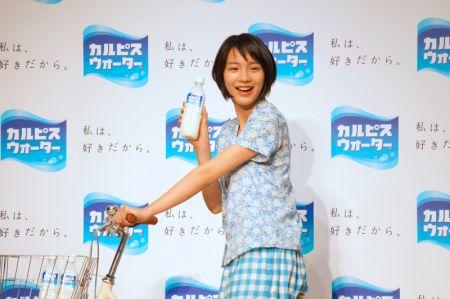 2014年、カルピスウォーターCM発表会の能年玲奈