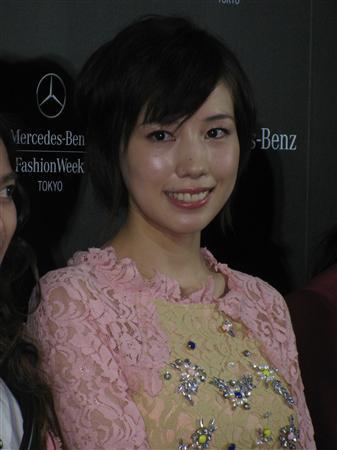 「メルセデス・ベンツ ファッション・ウィーク東京」のオープニングショーに来場した仲里依紗