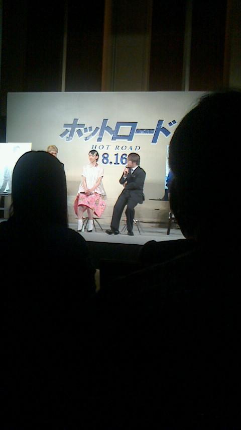 映画『ホットロード』の製作報告会見での登坂広臣と能年玲奈と三木孝浩監