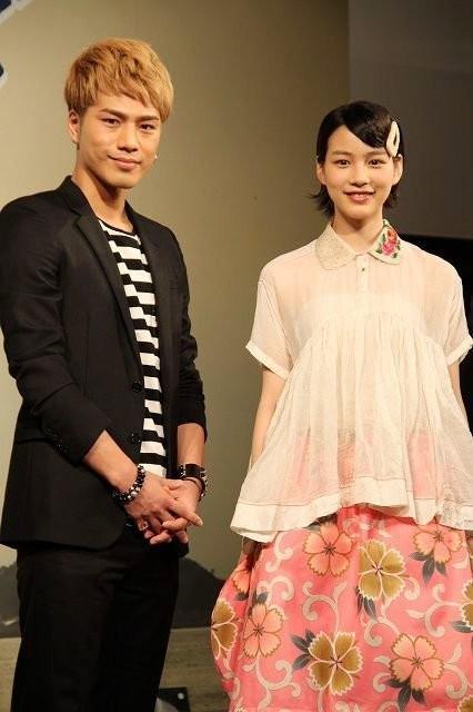 映画『ホットロード』の製作報告会見での登坂広臣と能年玲奈