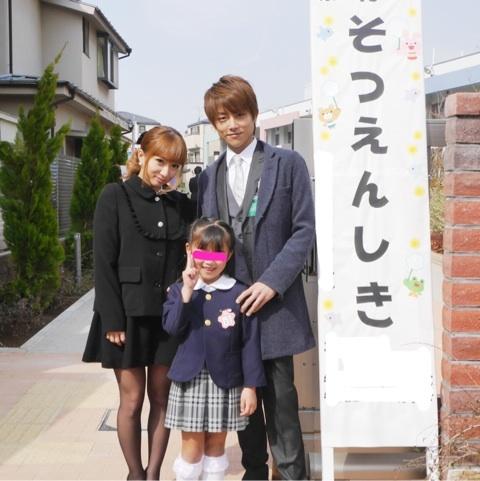長女の卒園式で、辻希美と杉浦太陽と娘のノア